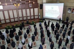 96 pejabat administrator dan pengawas